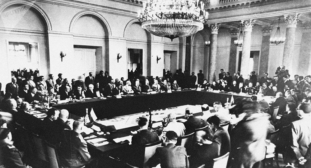 La firma del Pacto de Varsovia en 1955