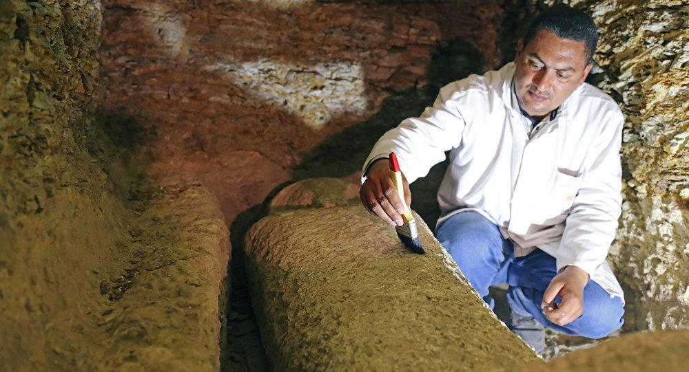 Uno de los sarcófagos hallados en la provincia egipcia de Minia