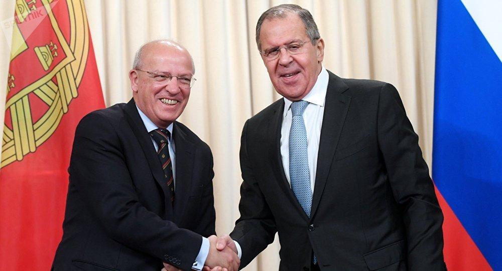 El ministro de Asuntos Exteriores de Portugal, Augusto Santos Silva, y el canciller ruso, Serguéi Lavrov