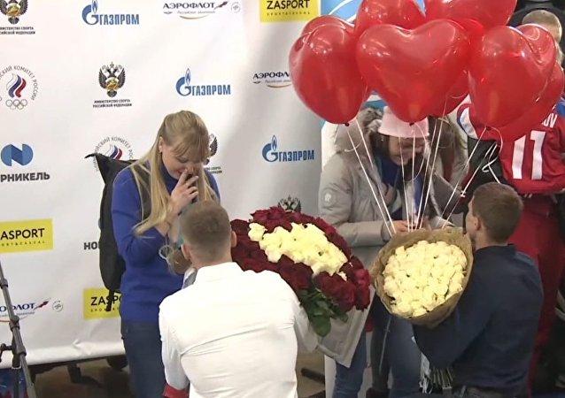 Esquiadoras rusas reciben sorpresa al volver de Pyeongchang