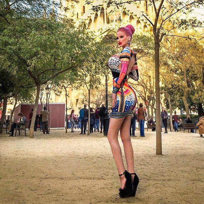 'Barbie humana' checa Lolo Ta Bella