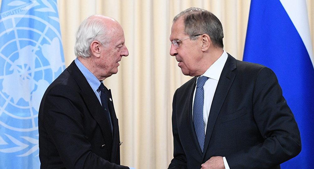 El enviado especial de la ONU para Siria, Staffan de Mistura, y el ministro de Exteriores de Rusia, Serguéi Lavrov