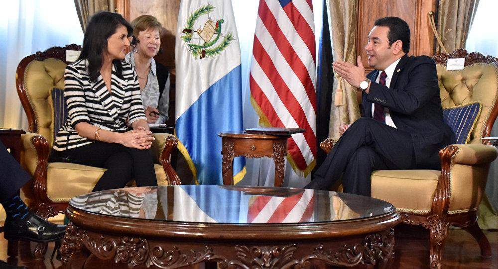 Nikki Haley, embajadora de EEUU ante la ONU y Jimmy Morales, presidente de Guatemala