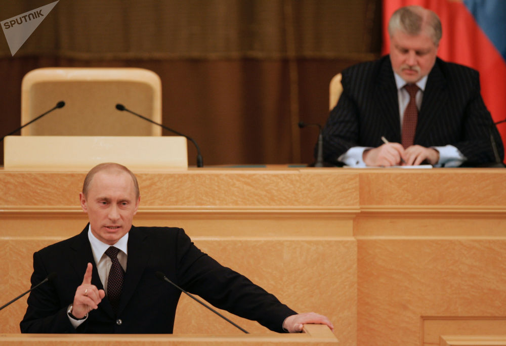El presidente de Rusia, Vladímir Putin, y el presidente del Consejo de la Federación, Serguéi Mironov, durante el discurso anual del presidente ante la Asamblea Federal en el Salón de Mármol del Kremlin