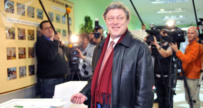 El líder del partido Yábloko, Grigori Yavlinski, el día de las elecciones de la Duma Estatal
