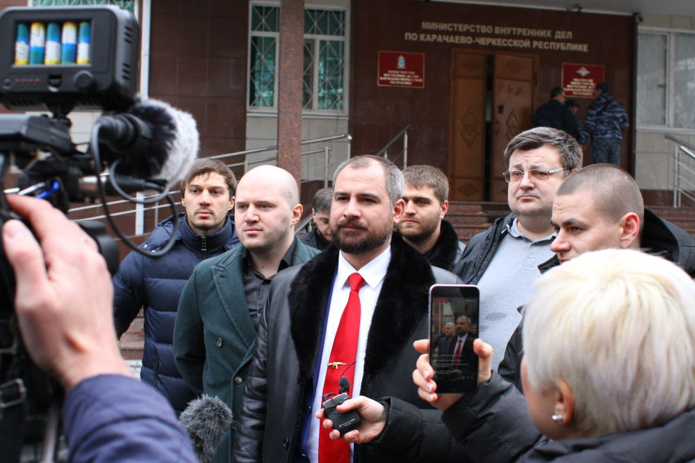 El candidato presidencial por la formación política Comunistas de Rusia, Maxim Suraikin, durante su visita a Karacháyevo-Cherkesia