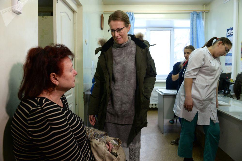 Ksenia Sobchak, presentadora de televisión y candidata presidencial en las elecciones de 2018, en el hospital central de la ciudad de Berdsk
