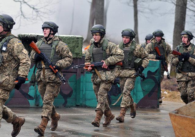 Los militares ucranianos en una base situada en la provincia ucraniana de Leópolis