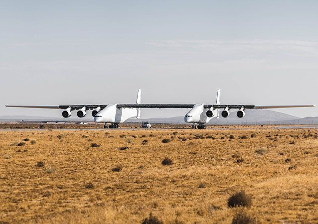 El Stratolaunch estacionado en California