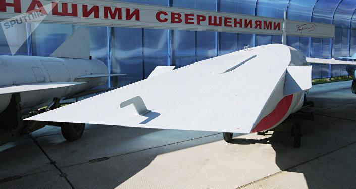 Una maqueta de un misil hipersónico presentado al vice primer ministro ruso Dmitri Rogozin en 2012 (archivo)