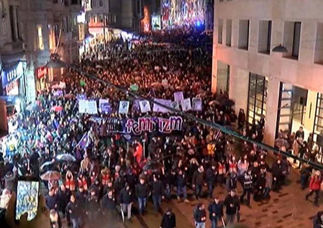 Las mujeres salen a la calle para reclamar sus derechos