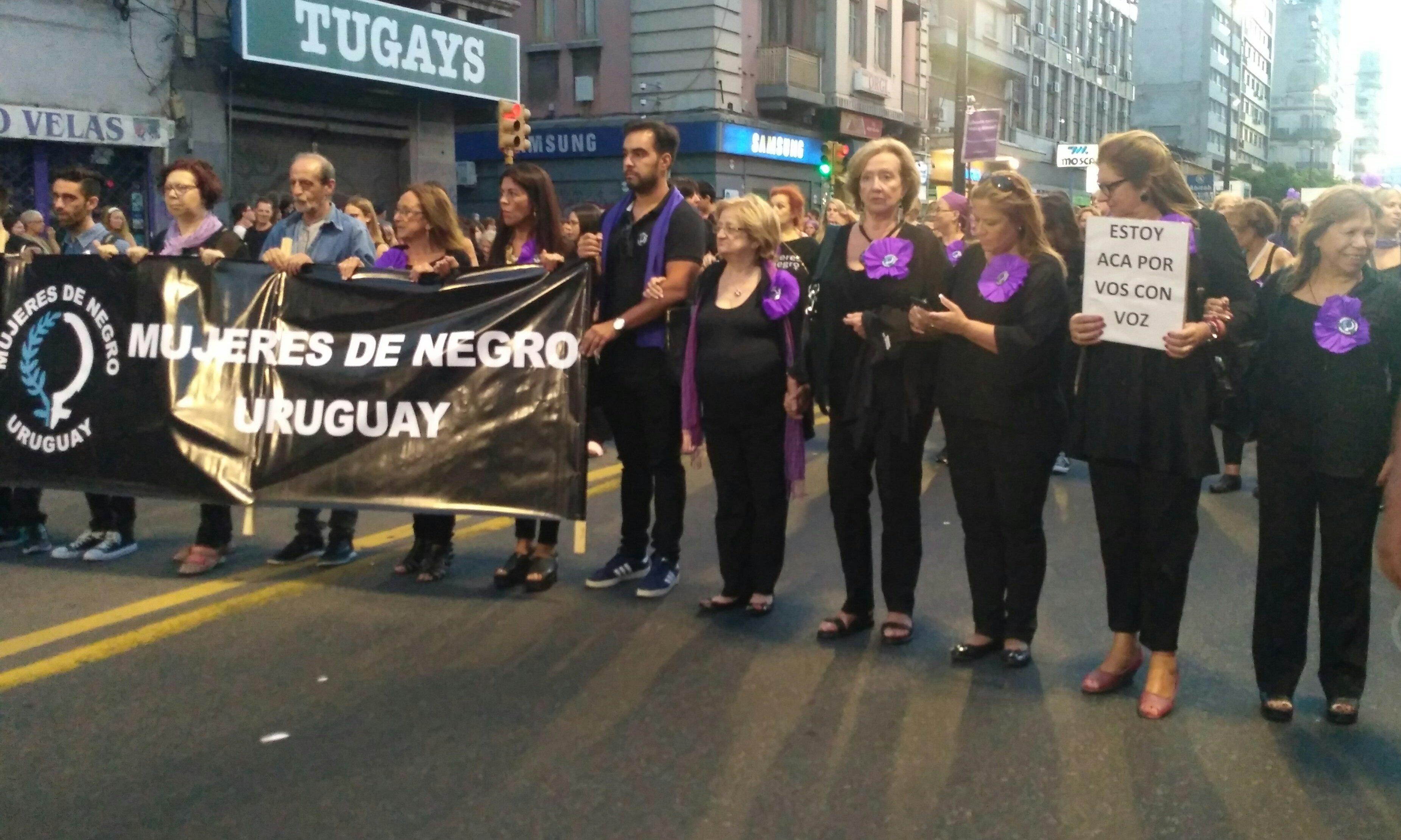 Ministra de Educación de Uruguay, María Julia Muñoz, en la marcha del 8 de marzo