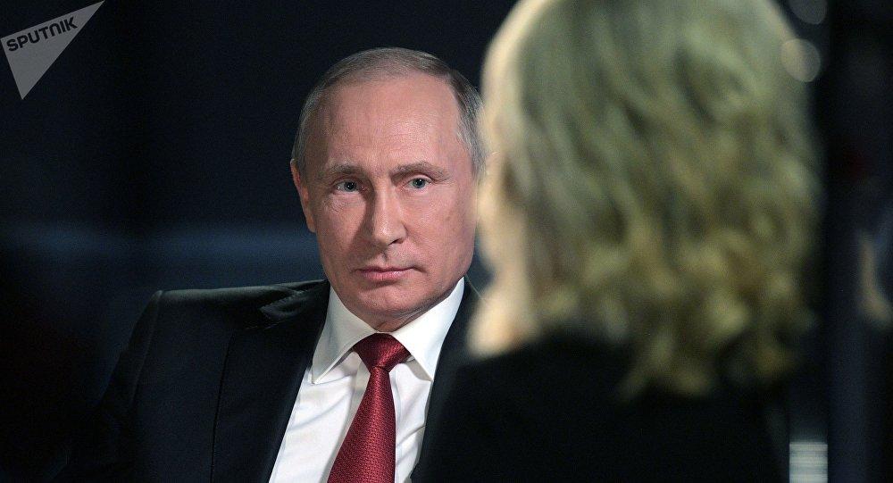 El presidente de Rusia, Vladímir Putin durante la entrevista con la cadena televisiva estadounidense NBC (archivo)