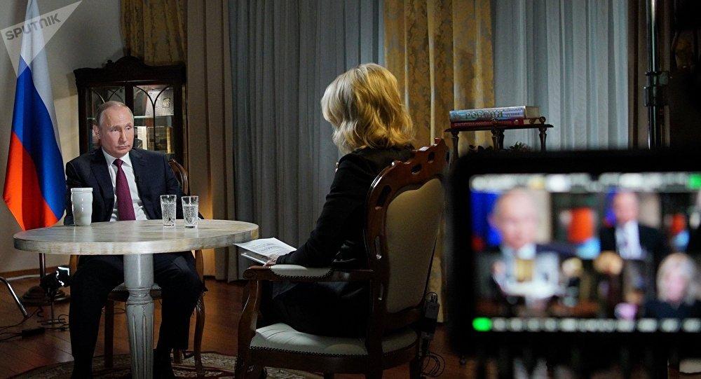 El presidente de Rusia, Vladímir Putin durante la entrevista con la cadena televisiva estadounidense NBC