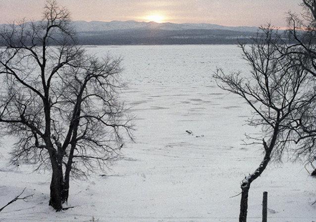 Río Amur en invierno (archivo)