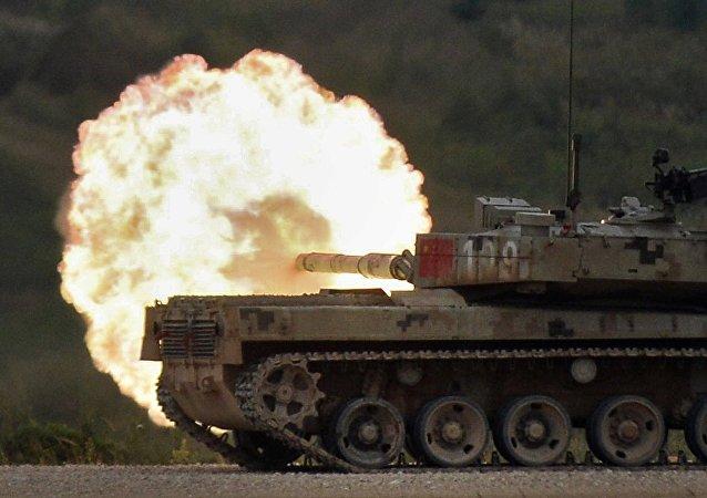 Tanque Tipo 96 durante las competiciones internacionales de Biatlón de tanques celebradas en Rusia, 13 de agosto de 2016