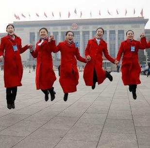 Девушки-хостес на открытии Всекитайского собрания народных представителей в Пекине