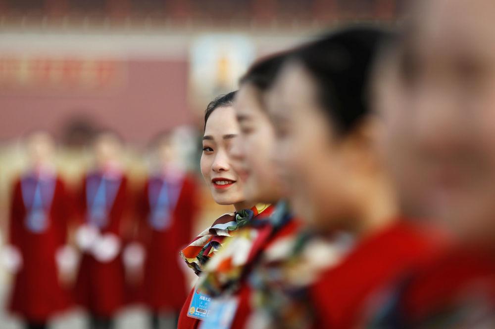 Las bellas anfitrionas de la reunión de la Asamblea Nacional Popular de China