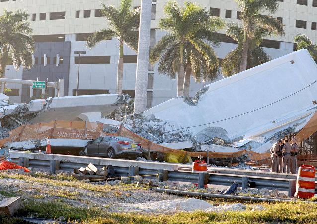 Colapso del puente en Miami