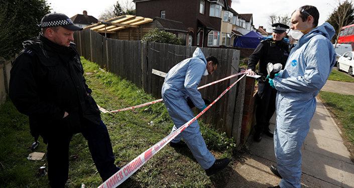 Investigadores forenses en la casa de Nikolái Glushkov