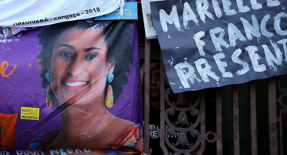 Un póster con la imagen de consejala Marielle Franco