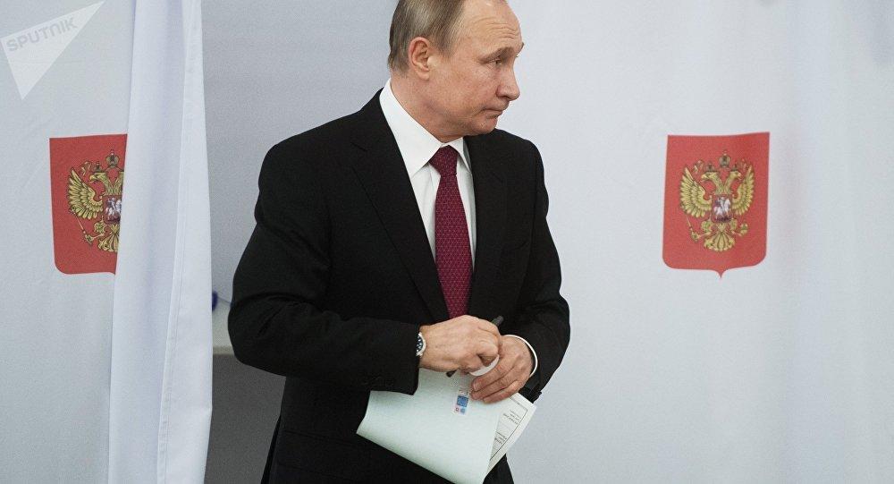Vladímir Putin vota en las elecciones presidenciales