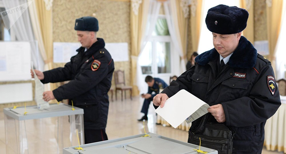 Putin desafía a Ucrania con un puente entre Rusia y Crimea — Vídeo
