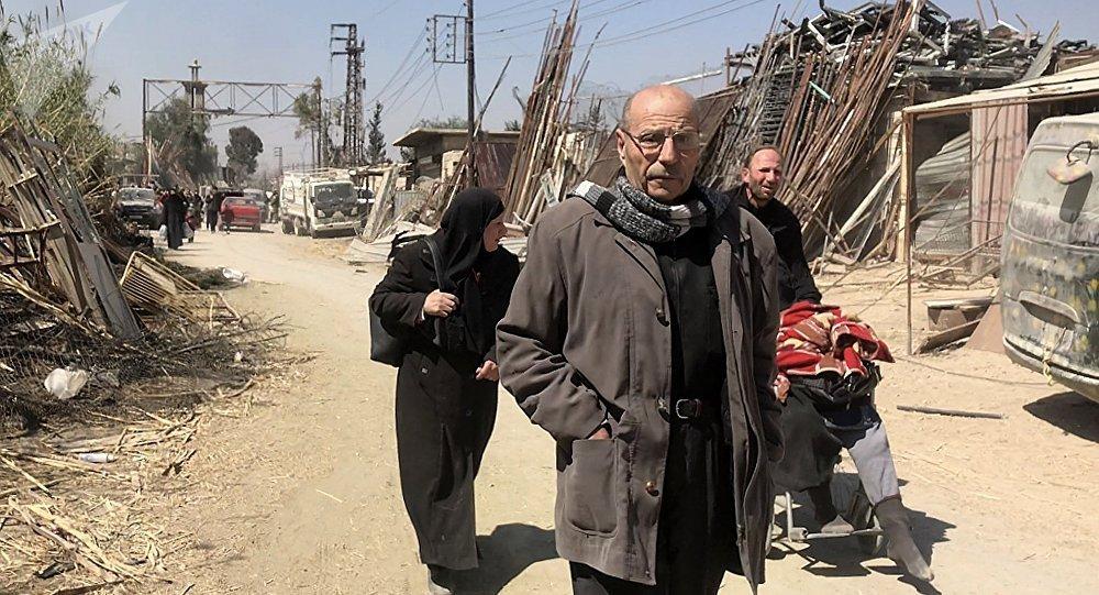 Los civiles abandonan el suburbio de Damasco de Guta Oriental