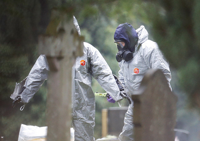 Un equipo de militares británicos investigan el caso de intoxicación de Skripal y su hija (archivo)