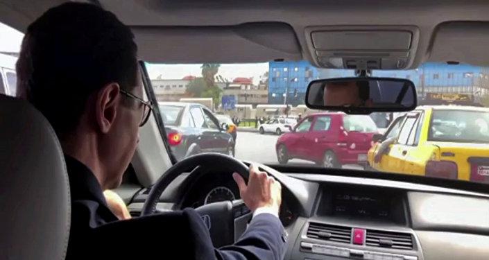 Bashar Asad recorre en su auto la Guta Oriental liberada