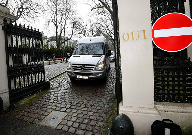 Los diplomáticos rusos abandonan la Embajada rusa en el Reino Unido