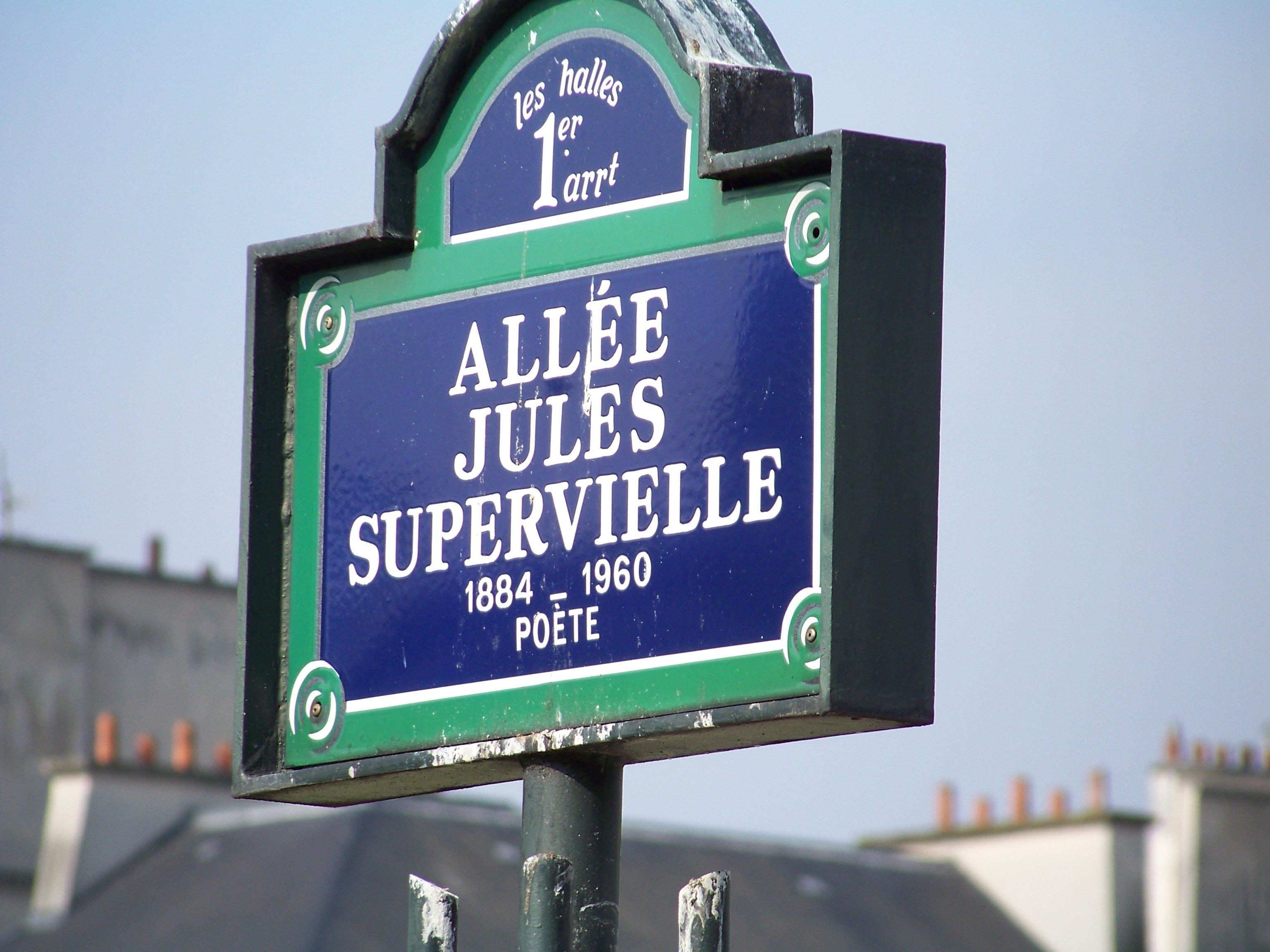 Un cartel de la calle en homenaje al escritor francouruguayo Jules Supervielle en el primer distrito de París