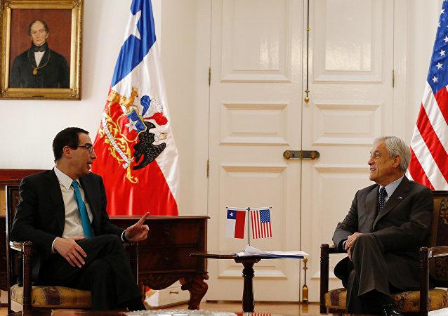 El secretario del Tesoro de EEUU, Steven Mnuchin, y el presidente de Chile, Sebastián Piñera