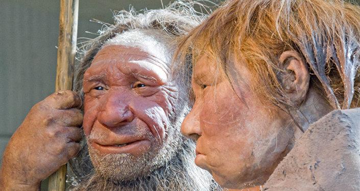 Reconstrucción plástica de dos neandertales en el museo de Mettmann, en Alemania