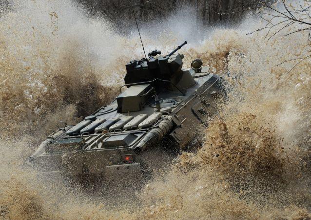 Duras pruebas para los nuevos vehículos blindados de personal en el Lejano Oriente ruso