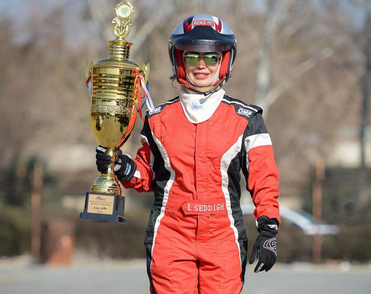 Laleh Sedigh se ha convertido en la primera mujer en ponerse al volante en una carrera de coches en Irán