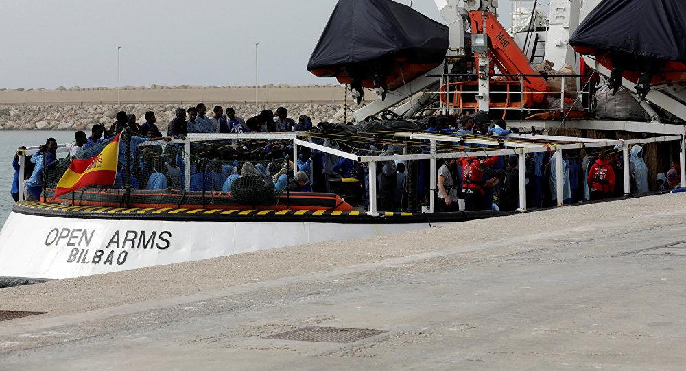Barco de la ONG española Open Arms en el puerto de Pozallo, Italia