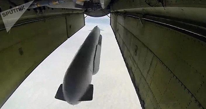 Un bombardero ruso lanza un misil