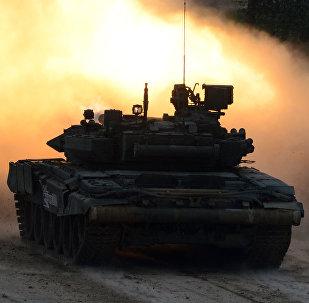 Un vehículo blindado T-90, foto de archivo