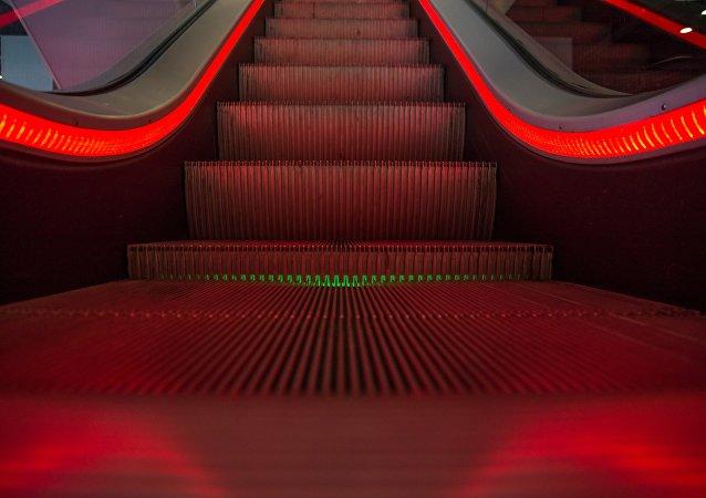 Una escalera mecánica, imagen referencial