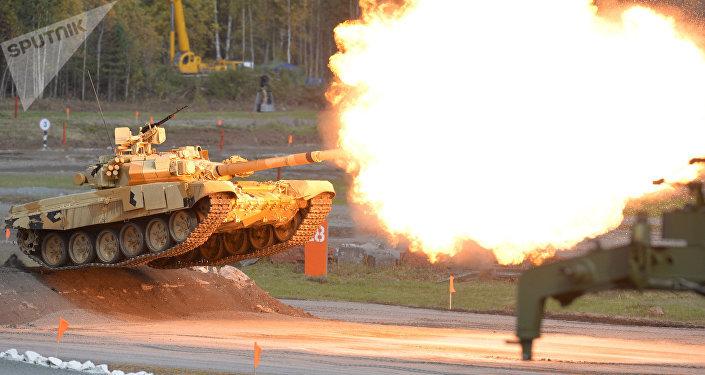 Tanque T-90A en la feria internacional de armas RAE 2015