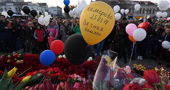 Homenaje a las víctimas del incendio en Kémerovo