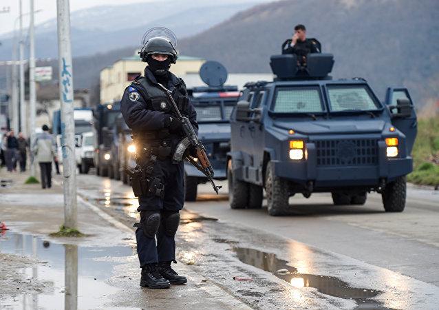 Operacion de la Policia de Kosovo en la ciudad de Mitrovica