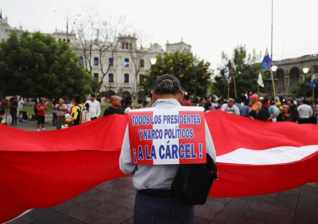 Manifestación a favor de la dimisión de Pedro Pablo Kuczynski, expresidente de Perú