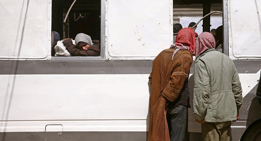 Civiles abandonando Guta Oriental (archivo)