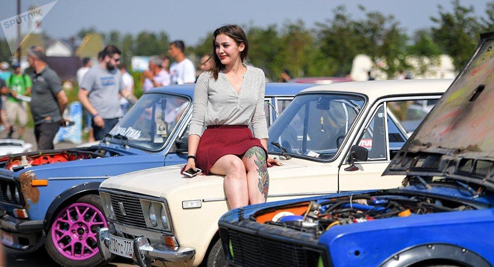 Vehículos Lada en un festival (archivo)