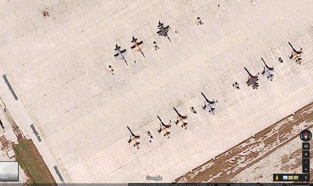 Base Aérea Key West (el avión de la derecha en la parte de arriba está pintado de los colores de un Su-57)
