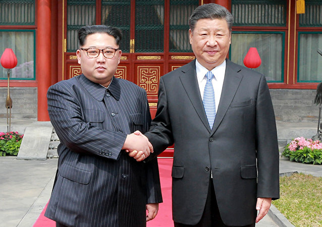 Líder norcoreano, Kim Jong-un, y el presidente chino, Xi Jinping