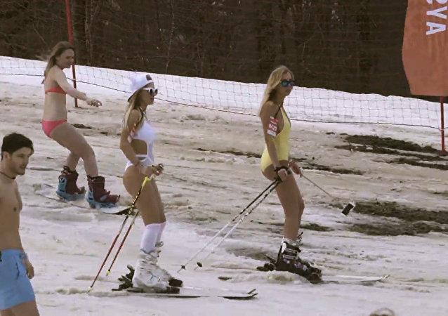 Zambullirse en la nieve en bikini es posible en Sochi