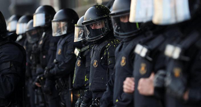 Policía durante las protestas en Cataluña
